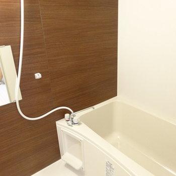 うれしい浴室乾燥機つき。※写真は2階の同間取り別部屋のものです
