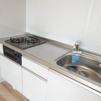ゆったりとしたキッチンです。※写真は2階の同間取り別部屋のものです