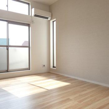 広さもあるので、家具もなんなく置けますね。※写真は2階の同間取り別部屋のものです