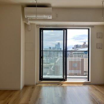 お好きな照明をつけてくださいね※写真は8階の同間取り別部屋のものです