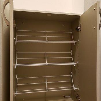 コンパクトなシューズbox※写真は8階の同間取り別部屋のものです