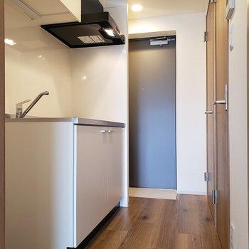 廊下は広め※写真は8階の同間取り別部屋のものです