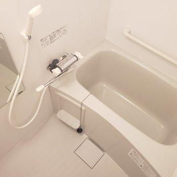 お風呂はゆったり※写真は8階の同間取り別部屋のものです