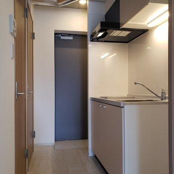 廊下は広め※写真は5階の同間取り別部屋のものです