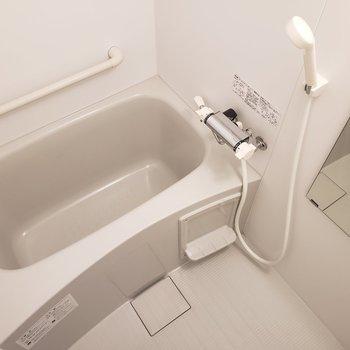 お風呂はゆったり※写真は5階の同間取り別部屋のものです