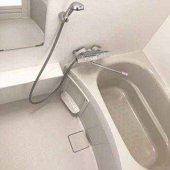 清潔感のあるバスルーム※写真は4階の同間取り別部屋のものです