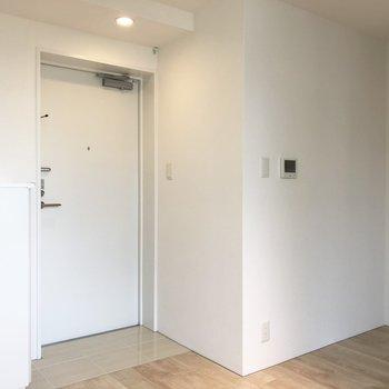 玄関までが近い※写真は4階の同間取り別部屋のものです