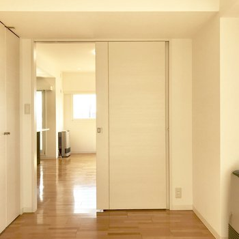 5.11帖の洋室、寝室にも十分な広さ。※写真は前回募集時のものです