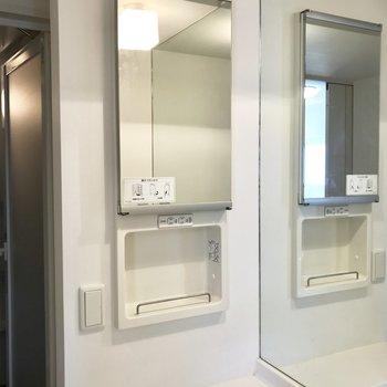 洗面台の左側にまた鏡!これはホテルとかで見かける後ろも見れるやつだ!※写真は前回募集時のものです