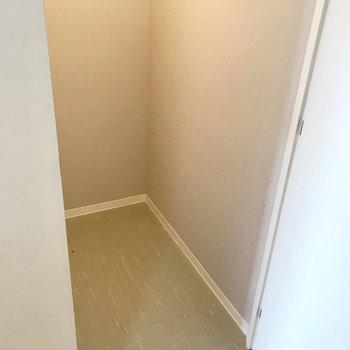 玄関横にまた収納。 奥行きたっぷりだー!※写真は前回募集時のものです