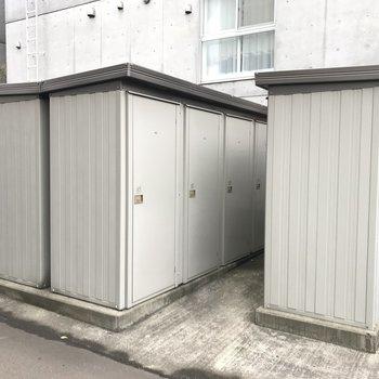 専用トランクルームもあり。普段使わない物しまえますね