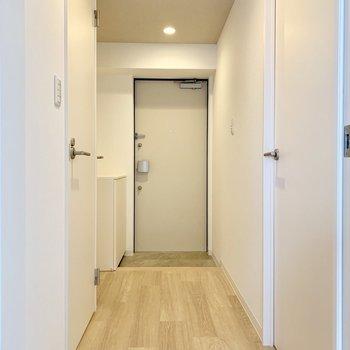 玄関の照明は人感センサー付き◎消し忘れの心配なし!