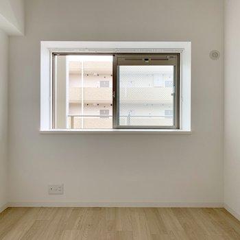 5帖の洋室。テレビ置けます、エアコン設置可。