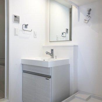 洗濯物をポイしてお風呂にはいれます。※写真は4階の同間取り別部屋のものです