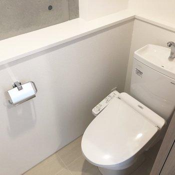 トイレは独立しています。※写真は4階の同間取り別部屋のものです