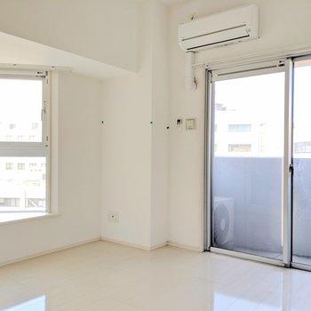 真っ白なお部屋。都会の中のオアシス〜(※写真は清掃前のものです)