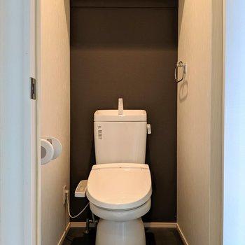 トイレもウォシュレット付き(※写真は清掃前のものです)