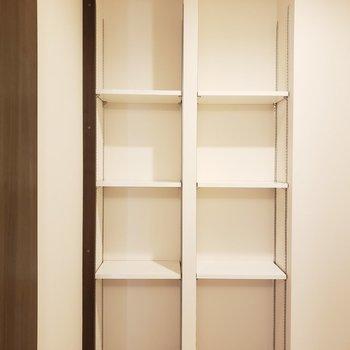 柔軟剤や入浴剤などはかわいい入れ物に入れてインテリアみたいに飾ると良いかも・・☆(※写真は2階の同間取り別部屋のものです)