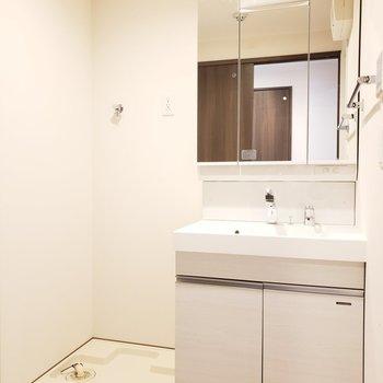 十分なスペースのある脱衣所は快適でいいね!(※写真は2階の同間取り別部屋のものです)