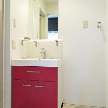 洗面台も赤だったり