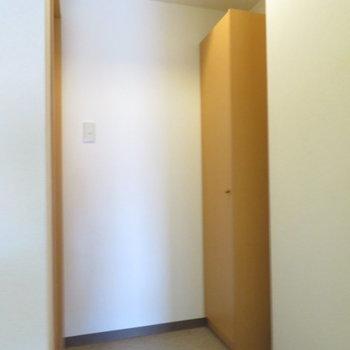 玄関は広々です