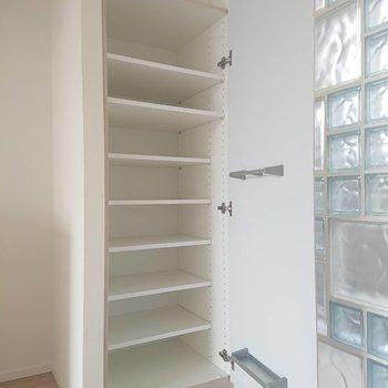 十分な容量のシューズボックスです※写真は4階の同間取り別部屋のものです