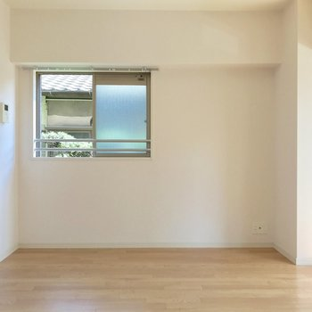 角部屋だから側面にも窓があります。(※写真は清掃前のものです)