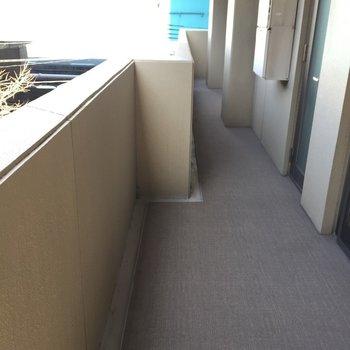 さらにさらに、L字型のバルコニー (※写真は3階似た反転間取り別部屋のものです)