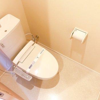 トイレは上部に収納もついてますよ。