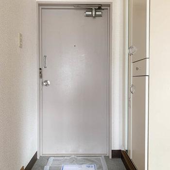 キッチンから玄関に続いてます。
