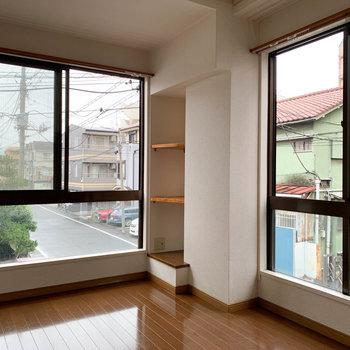 【洋室6帖】窓の大きな角部屋