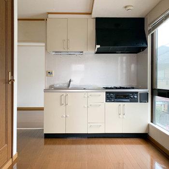 【キッチン】真ん中のお部屋がキッチンです。