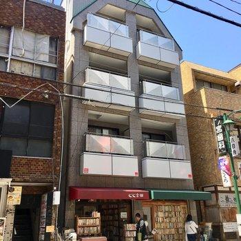 1階は味のある古本屋なんです。
