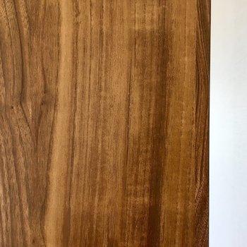 ドアの木肌が、とっても気持ちよかったです。