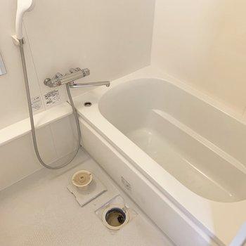 浴槽は浅めで、半身浴もよさそう○