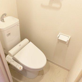 トイレは棚とウォシュレット付き○