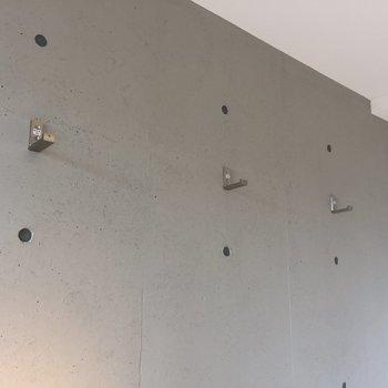 【洋室】この折りたためるフック、何につかおう※写真は3階同間取り別部屋のものです