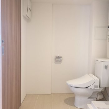 温水洗浄便器付き!※写真は3階同間取り別部屋のものです