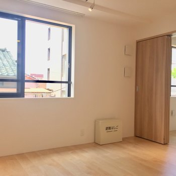 【LDK】あたたかい日差しがきもちいい※写真は3階同間取り別部屋のものです