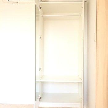 【洋室】収納は嬉しい鏡付き※写真は3階同間取り別部屋のものです