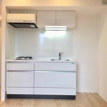キッチンの横にすっぽり冷蔵庫※写真は3階同間取り別部屋のものです