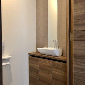 さらにトイレには専用の手洗い場付き!
