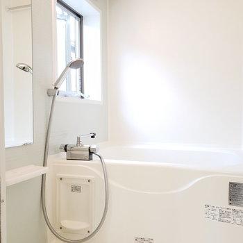 薄モスグリーンバス!浴室乾燥も有。