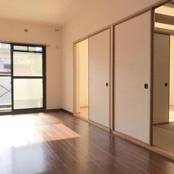 隣には6帖の洋室と和室が1つずつ。