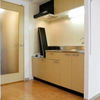 お部屋に入ってすぐ左側がキッチンスペースです◎
