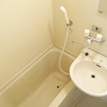 浴槽にお湯をはってのんびりしましょう〜!※写真は清掃前のものです。※写真は清掃前のものです。