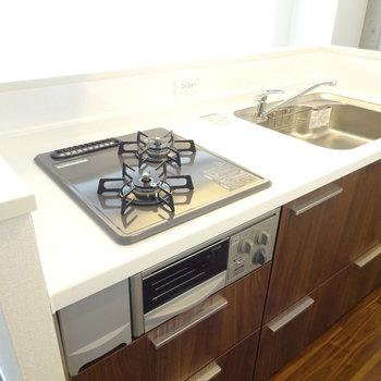 キッチンは機能性もバッチリ (※写真は2階同間取り別部屋のものです)