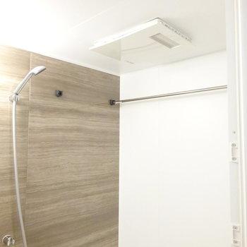 浴室乾燥機もついてます! (※写真は2階同間取り別部屋のものです)