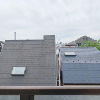 眺望は向かいのお家の屋根!視線は気になりません!