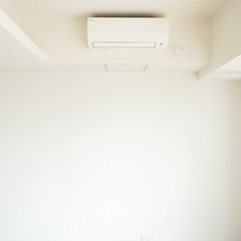上部には間接照明があります (※写真は9階同間取り別部屋のものです)